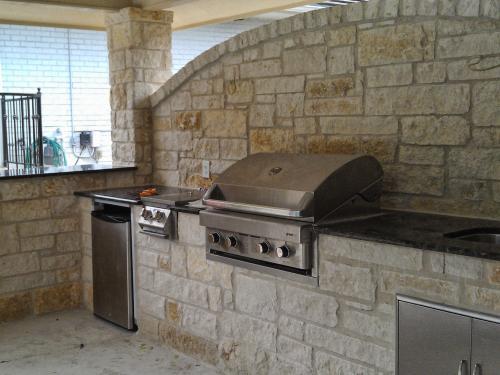 outdoor kitchen-12-fine-patio-design-outdoor-san-antonio